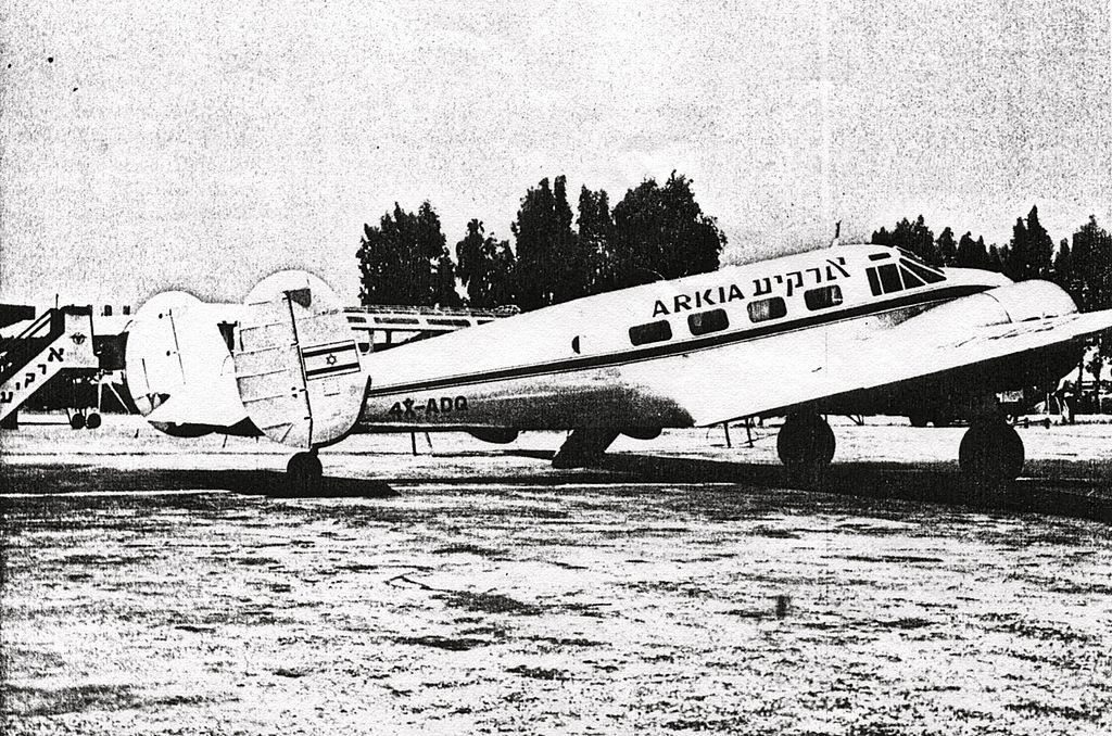 חסר מאפיין alt לתמונה הזו; שם הקובץ הוא 4X-ADQ_Arkia_Beech_18_1958_MGGoldman_Collection.jpg
